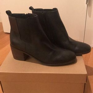 BRAND NEW LUCKY BLACK LEATHER BOOTIES